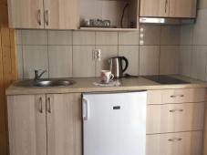 Dviejų vietų numeris su virtuve ir balkonu